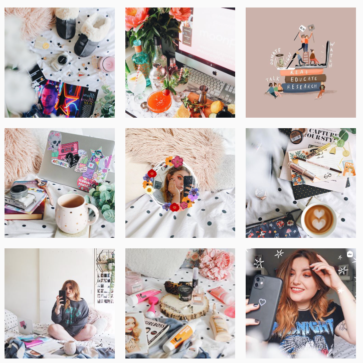 How to take blog photos. Take a look at some inspiration for Instagram flatlays. Make sure you can learn everything about taking blog photos.