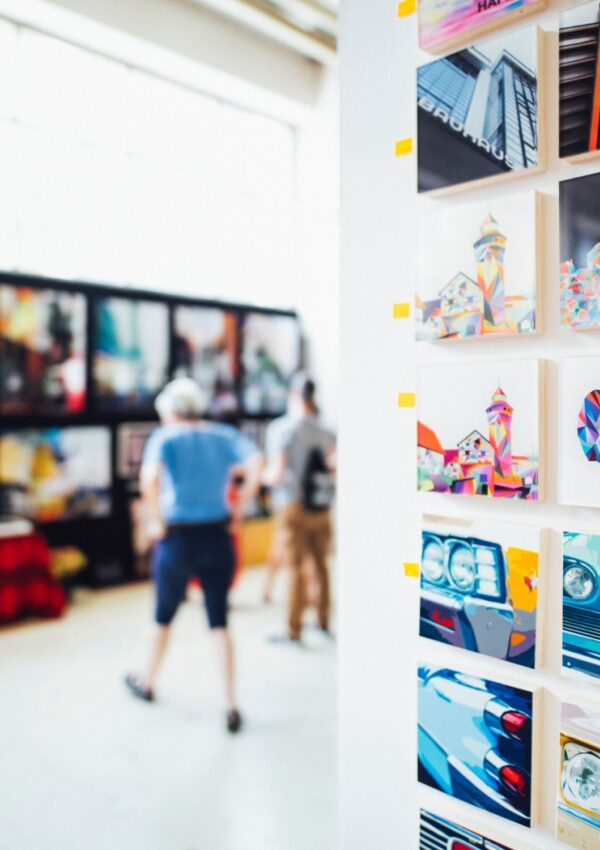 How to Choose Art for Gallery Wall